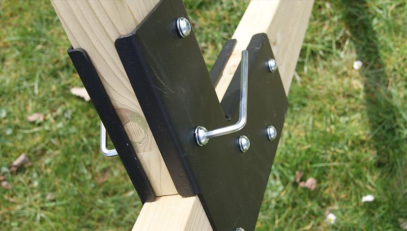 Vela Gestell mit Sechskantschlüsseln aufbauen