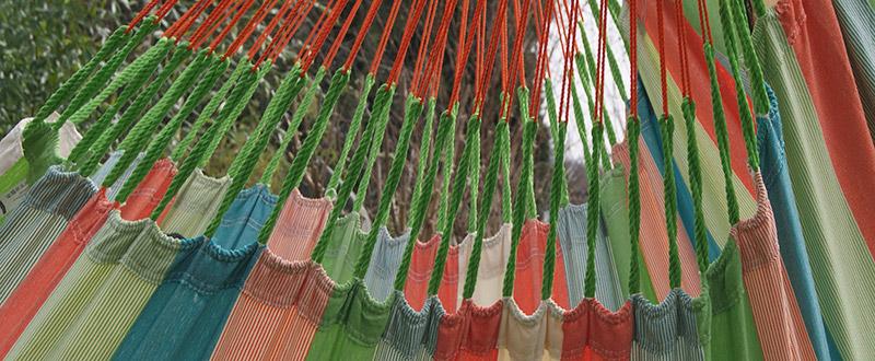 Aufhängeschnüre und Webkanten des Lounger Domingo