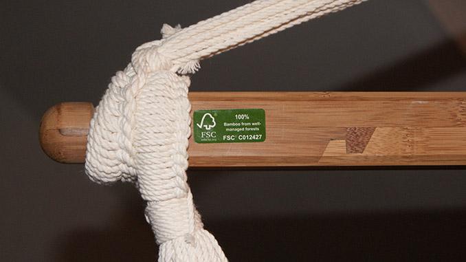 Der Spreizstab aus Bambus mit aufgeklebtem FSC Logo