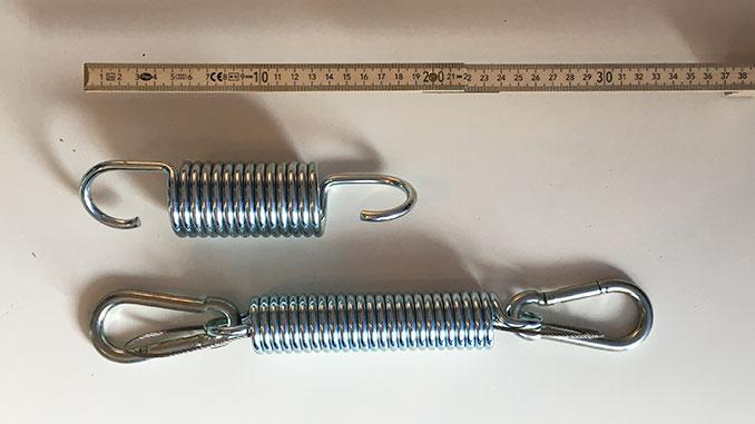 Länge von zwei Federn im Vergleich